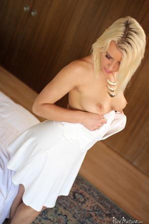 Blonde MILF seduces her masseur and gets - XXX Dessert - Picture 1