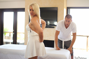 Blonde MILF seduces her masseur and gets - XXX Dessert - Picture 2
