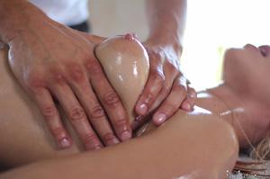 Blonde MILF seduces her masseur and gets - XXX Dessert - Picture 5