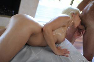 Blonde MILF seduces her masseur and gets - XXX Dessert - Picture 9