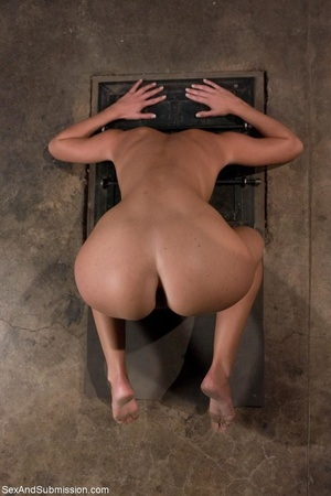 Brunette doesn't know what kind of fun s - XXX Dessert - Picture 11