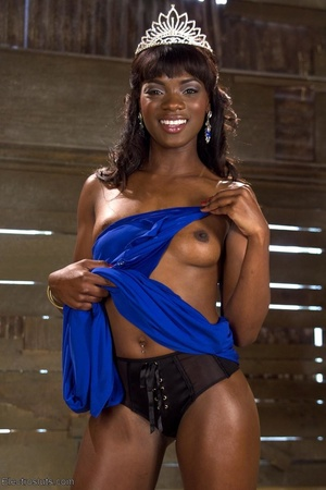 Ebony princess is hoisted in the air and - XXX Dessert - Picture 1
