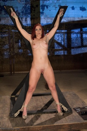 Slut on a Saint Andrews cross is made to - XXX Dessert - Picture 4