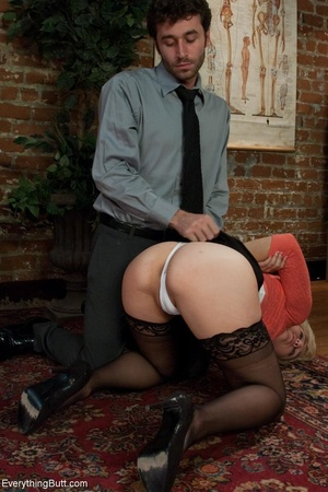 Guy in a tie uses his hand and cock to h - XXX Dessert - Picture 8