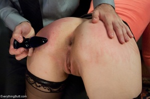Guy in a tie uses his hand and cock to h - XXX Dessert - Picture 10