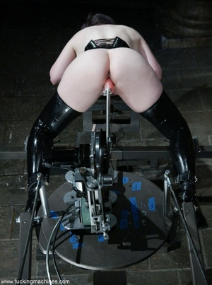 Blonde isn't afraid to spend time in abandoned hospital - XXXonXXX - Pic 4