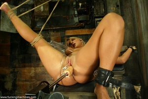 Slave frame and sex machine make blonde extremely excited - XXXonXXX - Pic 5