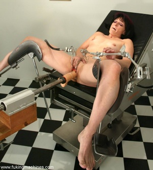 Mature dame experiences masturbation with designed machine - XXXonXXX - Pic 3