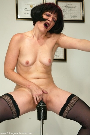 Mature dame experiences masturbation with designed machine - XXXonXXX - Pic 9
