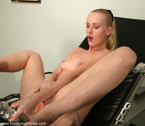 Tight asshole gets humiliated by the soulless machine - XXXonXXX - Pic 3