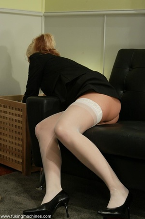 Attractive female forgets about everything in solo act - XXXonXXX - Pic 2