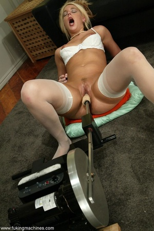 Attractive female forgets about everything in solo act - XXXonXXX - Pic 10