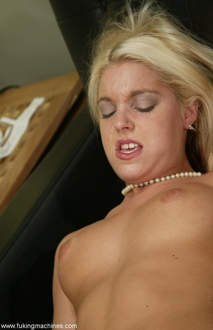 Attractive female forgets about everything in solo act - XXXonXXX - Pic 18