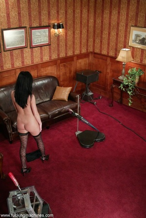 Robotic sex machines forced lady's snatch squirt in office - XXXonXXX - Pic 9