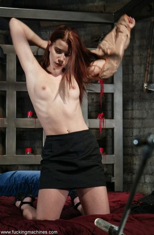 Dildos strapped to machines brutally banged girl's pussy - XXXonXXX - Pic 1