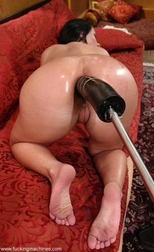 Huge dildos attached to sex machine penetrate a perfect ass - XXXonXXX - Pic 16
