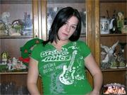 pregnant babe takes green