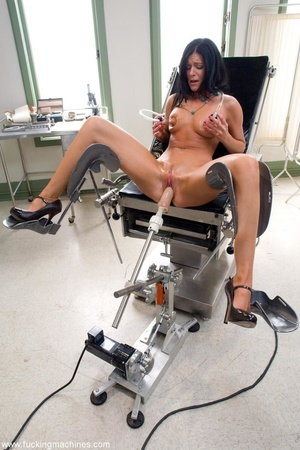 Dark haired babe with a trimmed cunt usi - XXX Dessert - Picture 9