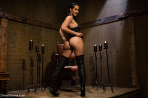 Ass-licking loser is bound with chain an - XXX Dessert - Picture 1