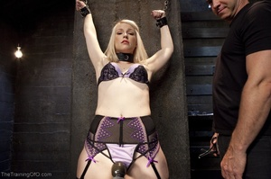 Sexy harlot in hot lingerie is totally i - XXX Dessert - Picture 3