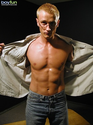 Shaven blonde dude with nice abs poses so hot and  pulls down pants - XXXonXXX - Pic 5