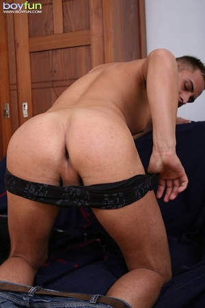 Horny and sexy dude wears nice underwear and then flashes his brown eye - XXXonXXX - Pic 15
