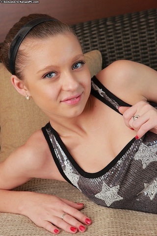petite young teen shows