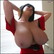 sexual black-haired babe teases