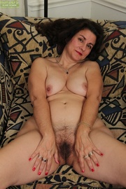 curvy amateur housewife seductively