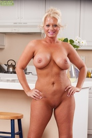 exotic curvaceous housewife gets