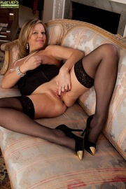 horny pianist cougar stretches