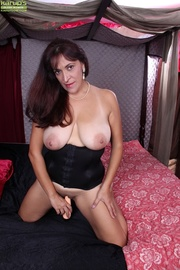 curvy latina mama pleasures