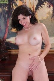 stern secretary shows her