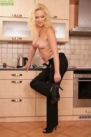 blonde kitchen mama takes