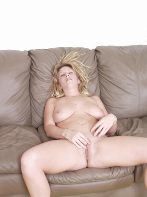 Big breasted babe with big natural titties squirts after fingering. - XXXonXXX - Pic 1
