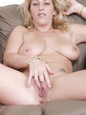 Big breasted babe with big natural titties squirts after fingering. - XXXonXXX - Pic 11