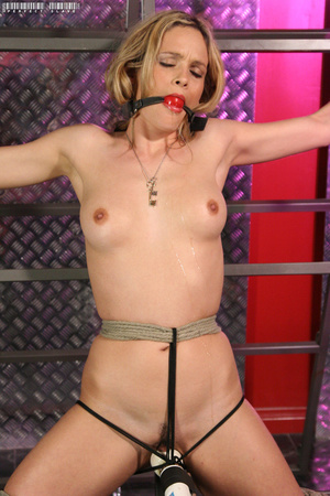 Blonde bombshell teases with her allurin - XXX Dessert - Picture 12