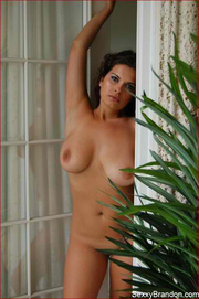 luscious chick seduces with
