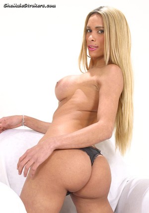 Long haired blonde t-girl plays with a d - XXX Dessert - Picture 2