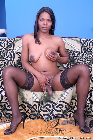 Petite blonde shemale shows her impressi - XXX Dessert - Picture 2