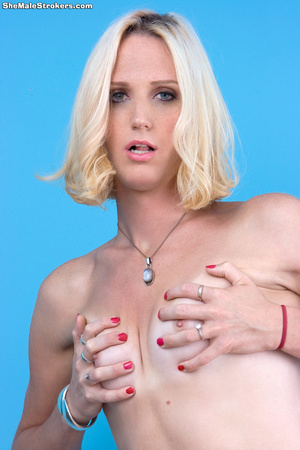 Petite blonde shemale shows her impressi - XXX Dessert - Picture 3