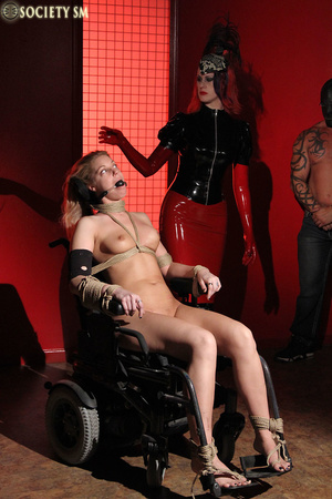 Tall curvy blonde gets roped, tortured a - XXX Dessert - Picture 5