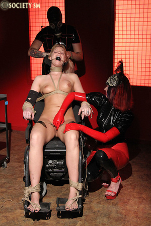 Tall curvy blonde gets roped, tortured a - XXX Dessert - Picture 7