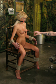 hot blondie blindfolded clipped