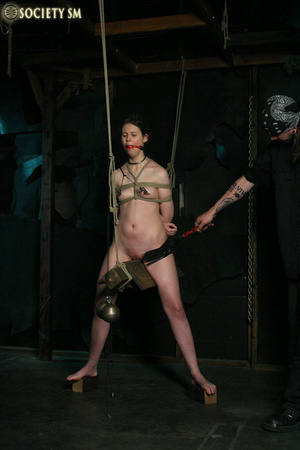 Brunette roped, suspended, racked and to - XXX Dessert - Picture 2