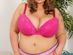 Chubby ebony, blonde and brunettes flaunt and lick hot - Picture 7