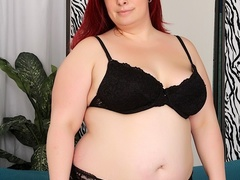 Big redhead in sexy black lingerie fingers cunt, sucks - Picture 1