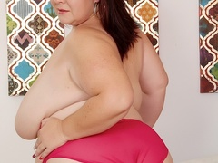 Hot chubby brunette in red plays with pussy then blows - Picture 4