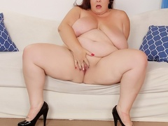 Hot chubby brunette in red plays with pussy then blows - Picture 6