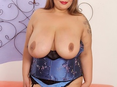 Big tits chubby tattoo brunette in blue corset drills - Picture 3
